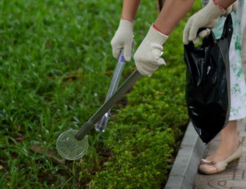 Gần 100 nhân viên văn phòng nhặt rác bảo vệ Hồ Gươm-7