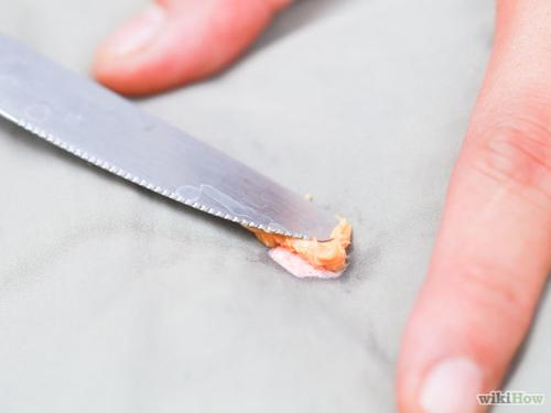 Mẹo hay loại bỏ vết kẹo cao su dính trên quần áo-11