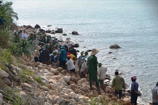 Quảng Ninh cấm biển, 115 du khách kẹt trên đảo Cô Tô-1