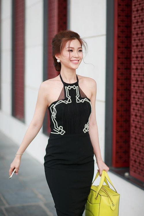 Á hậu Diễm Trang khoe đường cong gợi cảm tại Hà Nội-1