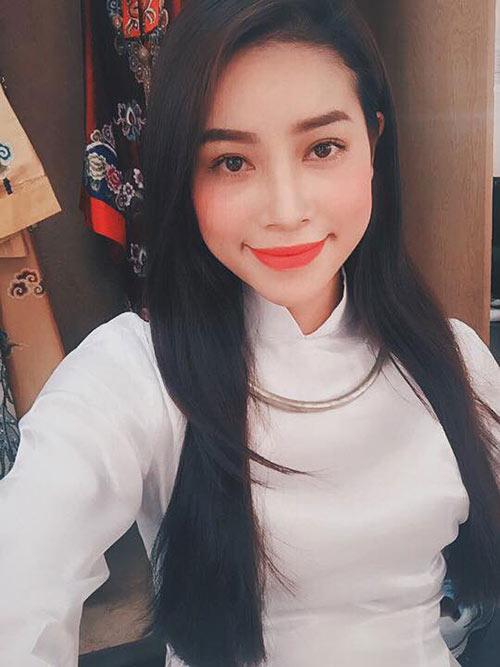 Hoa hậu Phạm Hương đẹp ngọt ngào giữa đời thường-4