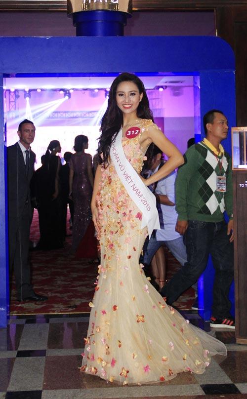 Phạm Hương rạng rỡ trong đêm tiệc mừng tân Hoa hậu-4