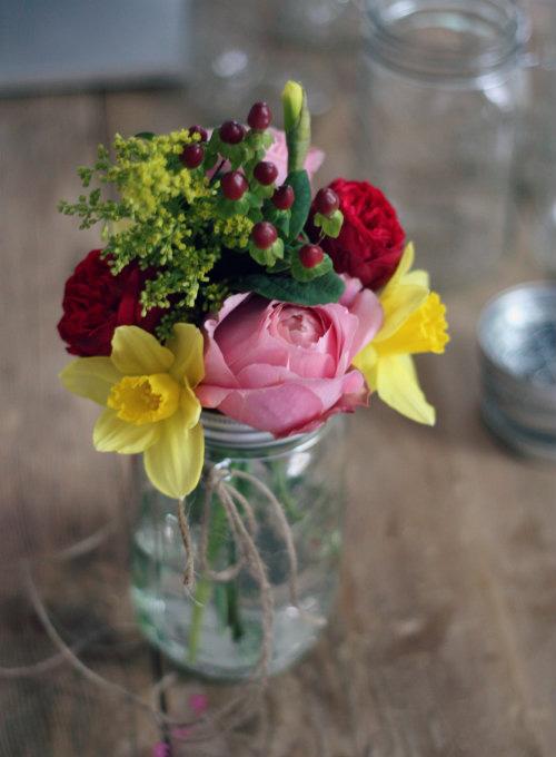 Tự làm bình cắm hoa cho phòng khách thêm xinh-15