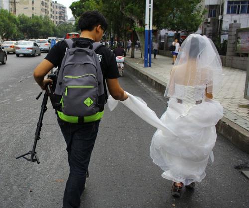 Tắc đường, cô dâu không thể đến dự lễ cưới của mình-4