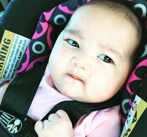"""""""Tan chảy"""" với vẻ mũm mĩm của con gái Kim Hiền-2"""