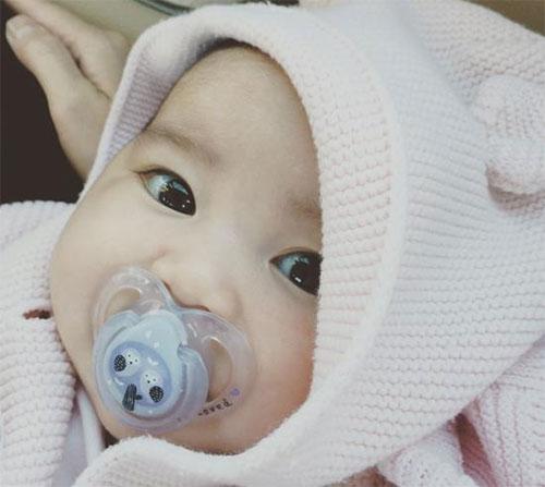 """""""Tan chảy"""" với vẻ mũm mĩm của con gái Kim Hiền-3"""