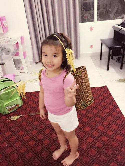 """""""Tan chảy"""" với vẻ mũm mĩm của con gái Kim Hiền-5"""