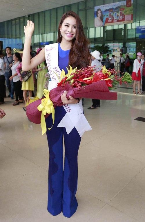 HH Phạm Hương gây tắc nghẽn sân bay Tân Sơn Nhất-12