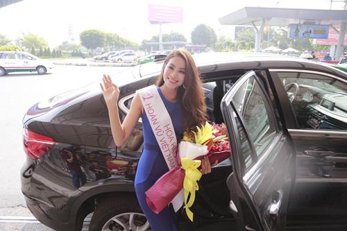 HH Phạm Hương gây tắc nghẽn sân bay Tân Sơn Nhất-14