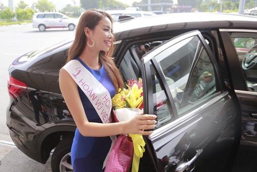 HH Phạm Hương gây tắc nghẽn sân bay Tân Sơn Nhất-15