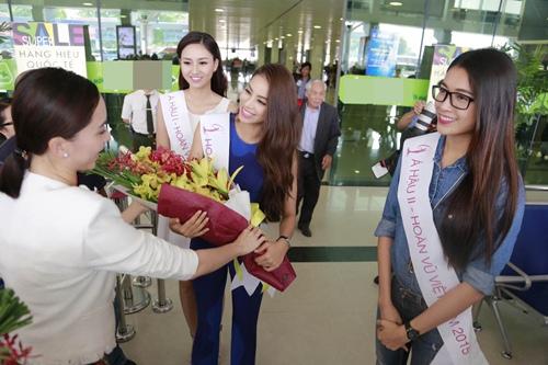 HH Phạm Hương gây tắc nghẽn sân bay Tân Sơn Nhất-5