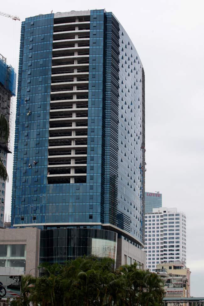 Thót tim xem 'người nhện' đánh đu từ tầng 31 giữa Thủ đô-1