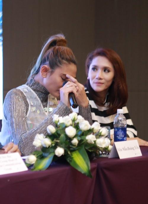 Hoàng Yến bật khóc khi chia sẻ lý do từ giã nghề mẫu-3