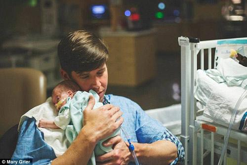Nghẹn ngào hành trình giành lại sự sống của em bé 6 lạng-5