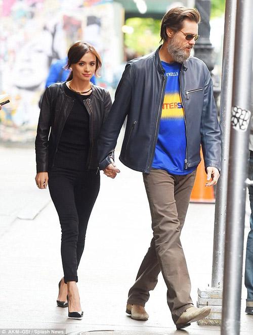 Thêm tình tiết về vụ tự tử của bạn gái Jim Carrey-2