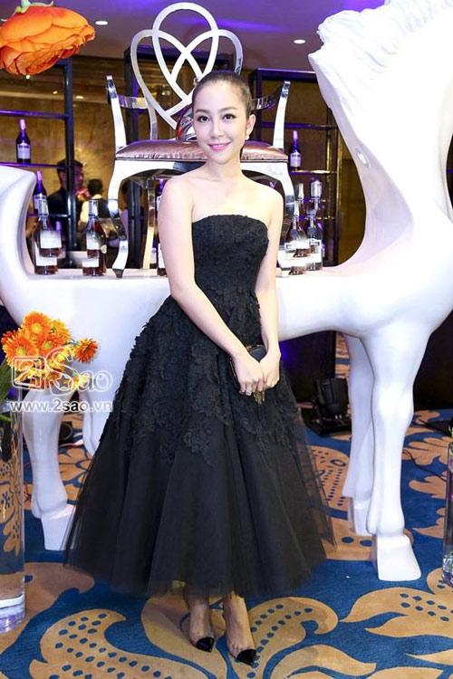 """Những chiếc đầm đen đẹp """"muốn xỉu"""" của mỹ nhân Việt-13"""