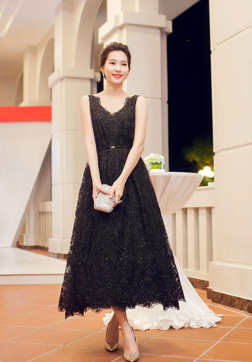 """Những chiếc đầm đen đẹp """"muốn xỉu"""" của mỹ nhân Việt-11"""