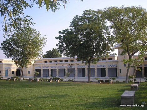 Ấn Độ: Trường đại học chỉ có ba sinh viên, một giảng viên-1
