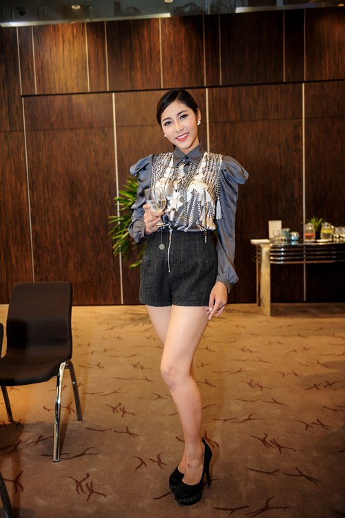 angela phuong trinh dong phim tien ty cua viet anh - 9