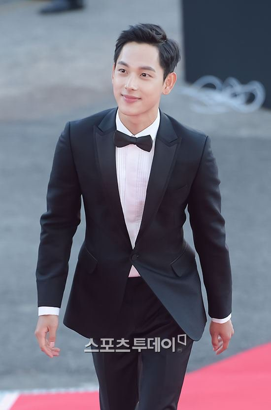 kim soo hyun thang giai daesang tai korea drama awards - 12