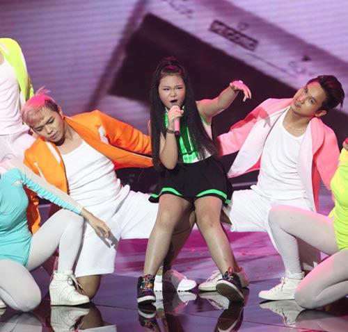 dúc phúc nhảy múa tung bùng cùng thí sinh giong hat viet nhi 2015 - 7