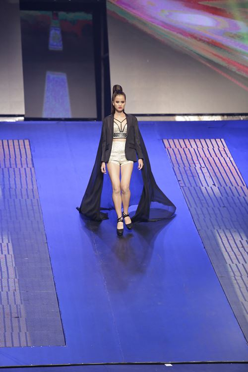 tan quan quan vietnam's next top model khong so loi che bai - 2