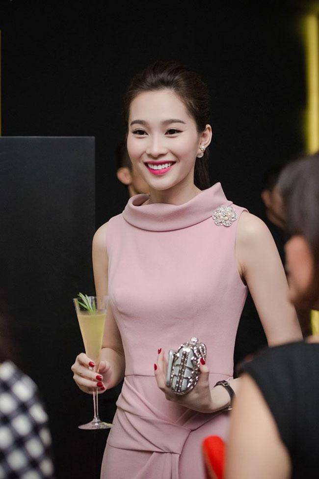 1. Hoa hậu Đặng Thu Thảo