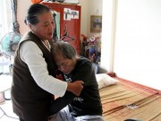 Tin tức - Người phụ nữ tặng nước vối miễn phí cho bệnh nhân