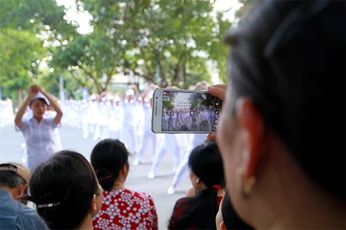 doc dao man huong dan rua tay sat khuan bang nhay flashmob - 14