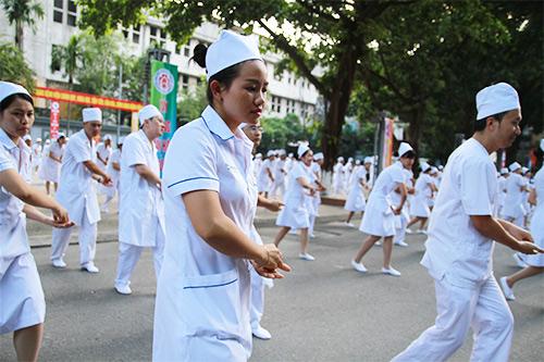 doc dao man huong dan rua tay sat khuan bang nhay flashmob - 6