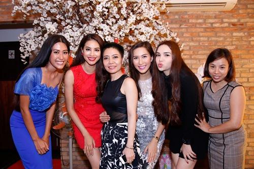pham huong to chuc tiec mung hau dang quang - 3