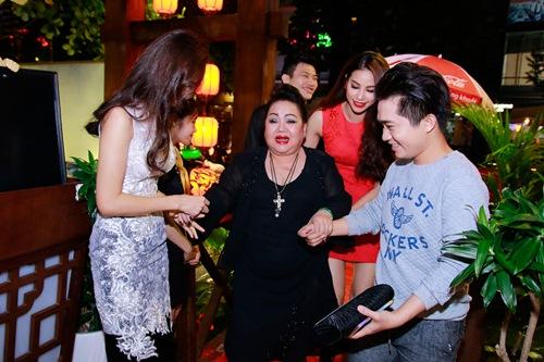 pham huong to chuc tiec mung hau dang quang - 4