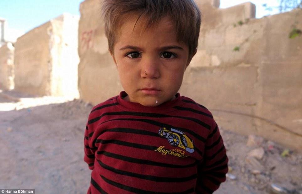 anh: cuoc song cua tre em giua vung chien su hoang tan syria - 6