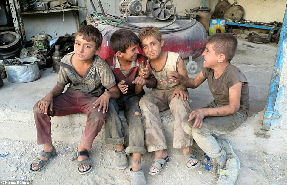 anh: cuoc song cua tre em giua vung chien su hoang tan syria - 7