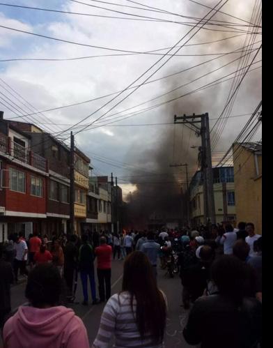 colombia: may bay roi xuong khu dan cu, 12 nguoi thuong vong - 4