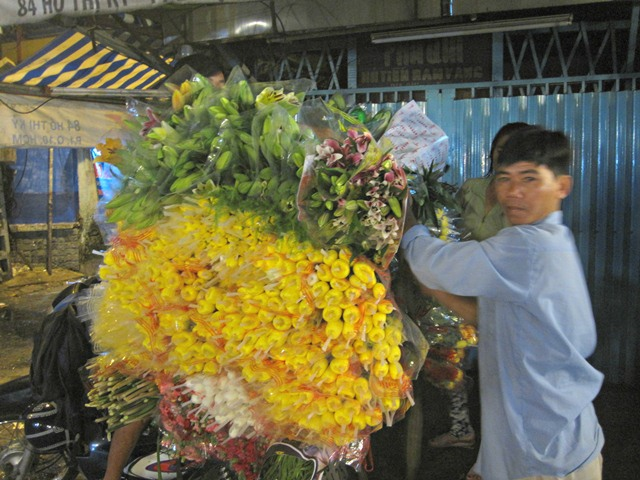 cho hoa dem cho ngay 20/10 o tp hcm - 4
