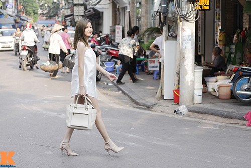 hot girl ha noi khoe vai tran, mat lung lieng - 7