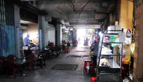 hop cho sam uat giua hanh lang chung cu o tp.hcm - 13