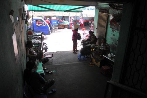 hop cho sam uat giua hanh lang chung cu o tp.hcm - 3