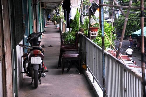 hop cho sam uat giua hanh lang chung cu o tp.hcm - 5