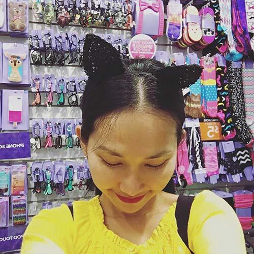 Kim Hiền đưa con gái nhỏ đi chơi cuối tuần-4