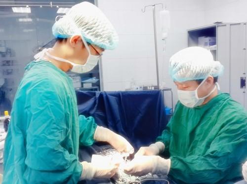 Cứu sống bé sinh non 32 tuần tuổi với nhiều ống nối ruột-1