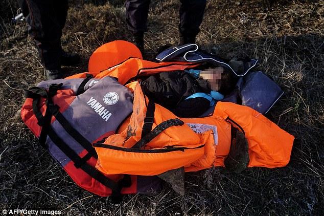 Phát hiện 2 bé di cư chết đuối dạt vào bờ biển Hy Lạp-2