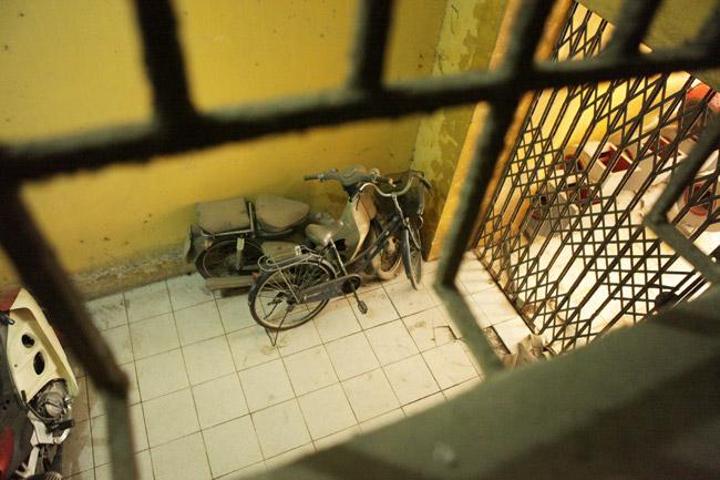 """Ảnh: Hành lang hoen bẩn ở nơi """"chui hầm đi nhờ thang máy""""-12"""