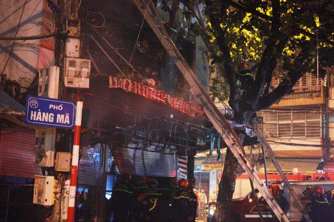 Hiện trường vụ cháy nhà 4 tầng trên phố cổ Hàng Mã-3