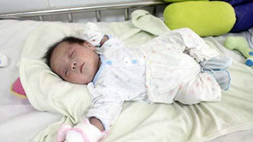 Xót thương em bé xinh đẹp bị bỏ rơi tới 2 lần-4