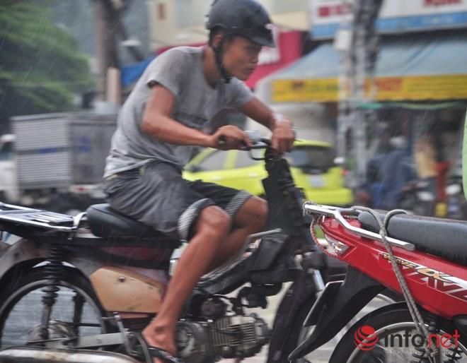 Xe mù vẫn tung hoành khắp đường phố Sài Gòn-11