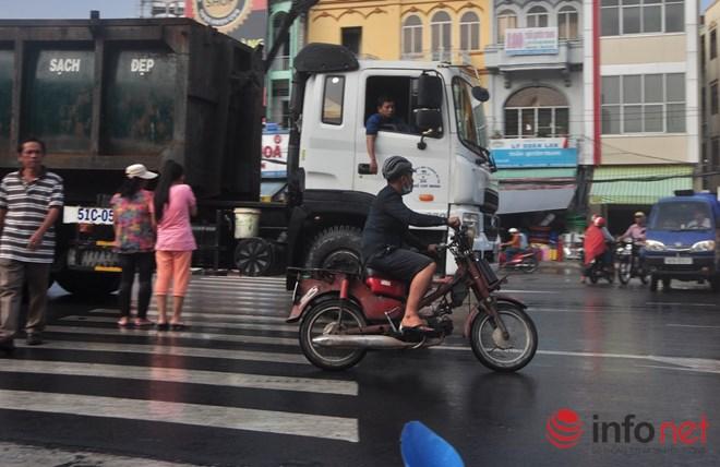 Xe mù vẫn tung hoành khắp đường phố Sài Gòn-9
