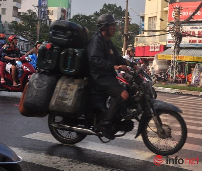 Xe mù vẫn tung hoành khắp đường phố Sài Gòn-16
