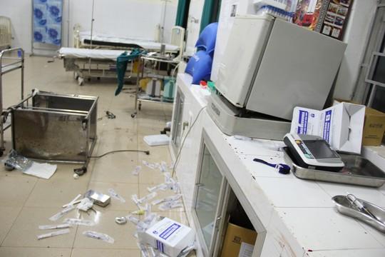 Quảng Ngãi: Côn đồ xông vào bệnh viện chém người-2